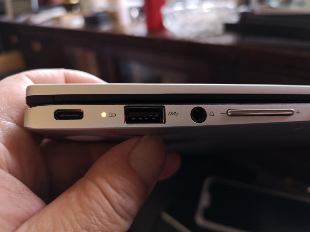 ASUS Chromebook 電源ランプ